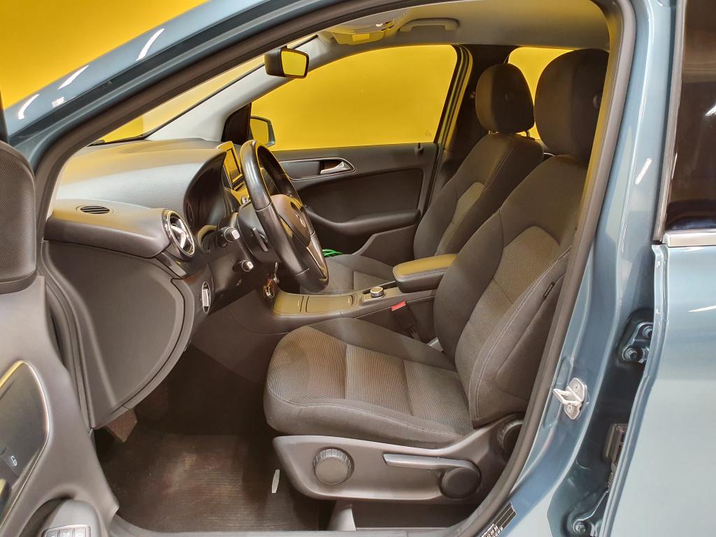 Mercedes-Benz B 200 CDI Premium Business Aut. + BiXenon + Tutkat + Seuraava katsastus 21.9.2020 - Sunbiili
